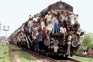 Crowded Train. O fenômeno murundu. Ou Murundum.