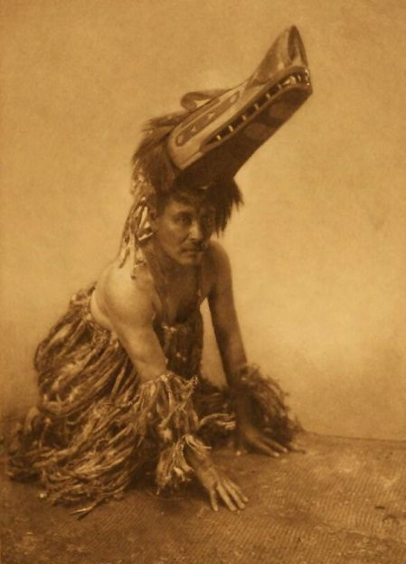http://www.firstpeople.us/american-indian/people/atlumhl-koskimo.html.  atlumhl-koskimo. Fotógrafo não identificado.