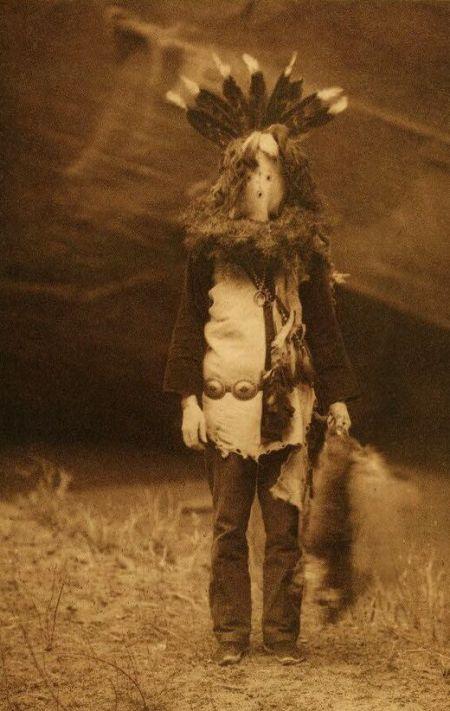 http://www.firstpeople.us/american-indian/people/haschelti-navaho.html.  haschelti-navaho. Não identificado