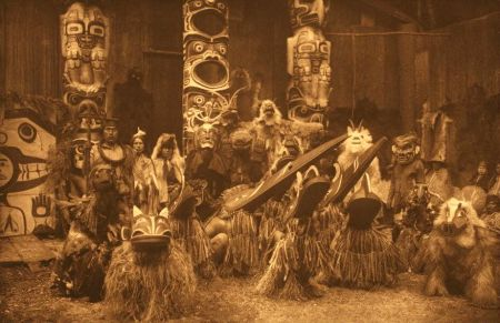 http://commons.wikimedia.org/wiki/File:Edward_Curtis_image_6.jpg.masked-dancers-qagyuhl.Cpfl.com.br