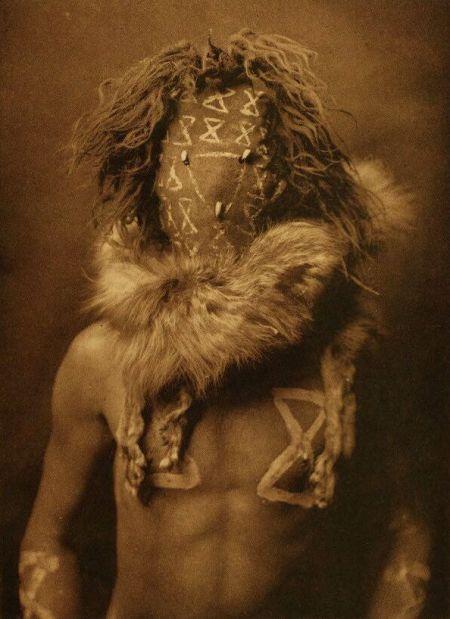http://www.firstpeople.us/american-indian/people/tobadzischini-navaho-a.html. tobadzischini-navaho-a. Fotógrafo não identificado