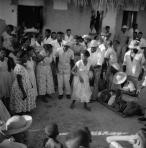 ©-Marcel-Gautherot-Coureiras-dançando-diante-dos-tocadores-e-cantadores-–-Cururupu-Maranhão-1958