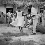 ©-Marcel-Gautherot-Dançando-diante-dos-tocadores-–-Cururupu-Maranhão-1958
