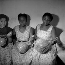 ©-Marcel-Gautherot-Moças-tocando-cabaça-no-terreiro-de-D.-Isabel-–-Cururupu-Maranhão-1958
