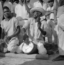 ©-Marcel-Gautherot-Tocando-meião-e-crivador-–-Cururupu-Maranhão-1958